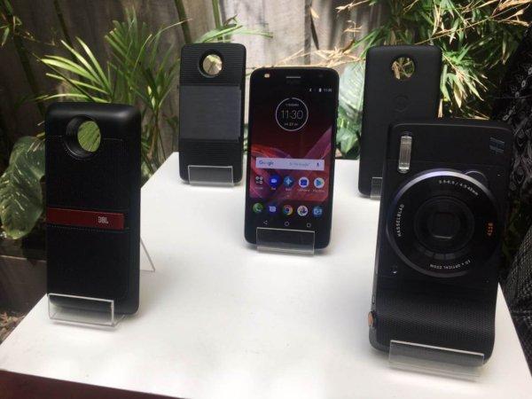 WhatsApp-Image-2017-07-27-at-11.30.15-AM-600x450 Motorola presentó el Moto Z2 Play junto a sus Moto Mods